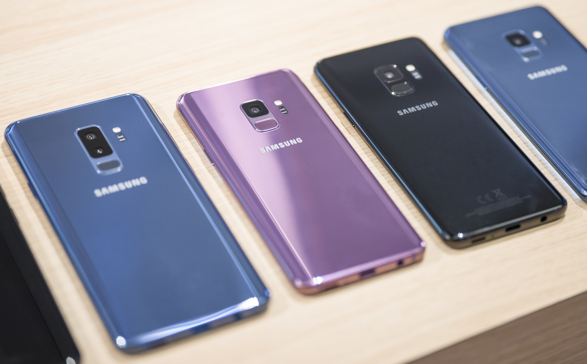 samsung galaxy s9 and s9 unveiled at mwc. Black Bedroom Furniture Sets. Home Design Ideas